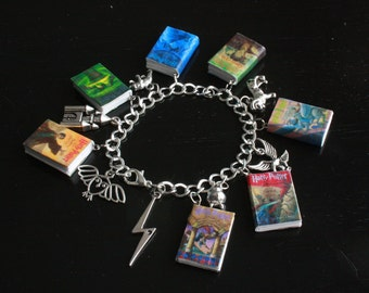 Deluxe Harry Potter Mini Book and Charm Bracelet