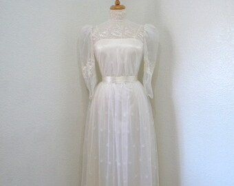 Vintage 1950s lace dress Embroidered floral Long sleeve Wedding dress XS/S