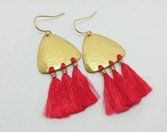 Quastenohrringe. Gold quastenohrringe. Gold Ohrringe. Rote quastenohrringe. Chandelier-Ohrringe. Boho Ohrringe. Bohème-Look.