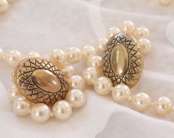 Great Looking Vintage Gold Tone Clip On Earrings