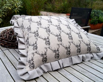"""Deer"" with ruffle pillow"