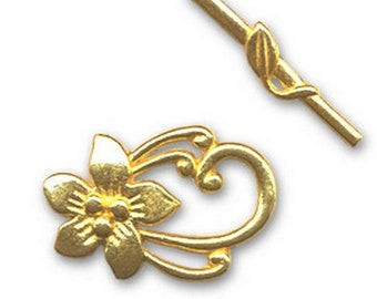 Flower gold tone toggle clasp