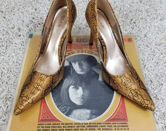 90s snakeskin pointed toe heels // size 9 // 1990s