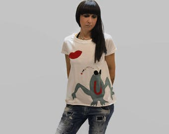 White summer top with frog/ organic cotton T-shirt/ women cotton top/ happy frog applique top/ top with kiss/ short sleeves top/ fashion top