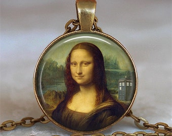 Tardis Mona Lisa pendant, Leonardo Da Vinci Dr Who jewelry Tardis pendant Whovian jewelry Dr Who necklace key chain key ring key fob