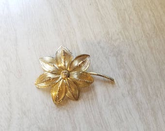 Vintage Gold Tone Spun Wire Flower Pin/Brooch