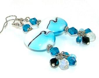 GRANDES DÉMARQUES - Aqua vague blanche perle de verre au chalumeau et cristal boucles d'oreilles déclaration
