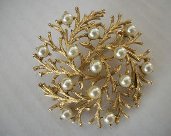 Lisner brooch with pearls