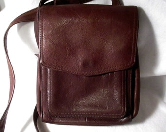 Beautiful Vintage Fossil Bag 1954 in excellent condition lots of pockets.