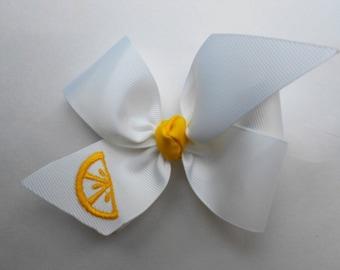 Summer Hair Bow, Lemon Slice, Embroidered Lemonade, Customized Kids, Boutique Custom, Medium Size, Girls Hairbow, Yellow White, Ribbon Clip
