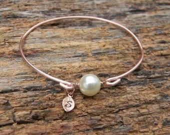 Rose Gold Pearl Bangle Bracelet / Pearl Monogrammed Bracelet / Pearl Initial Bangle / Rose Gold Initial Bracelet / Rose Gold Bridesmaid Gift