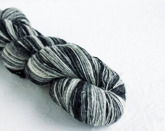 Lace Yarn Wool, Aade long gradient wool yarn, Gradient white black yarn for shawls and lace knitting, Yarn for knitting, Gradient Yarn