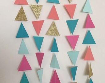 Guirlande de Triangle rose, corail, Aqua, menthe et or. Guirlande géométrique. Guirlande en papier. Photo Prop. Fête de Pow-Wow. Soirée tribale