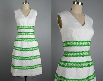 Vintage 1960s Dress 60s White Linen and Lace Party Dress by Miss Elliette Size 6M