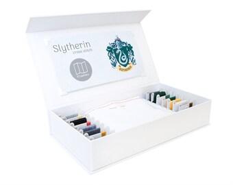 Slytherin Cross Stitch Kit - Stitchering Box - organisiert Materialien von höchster Qualität - perfekt für Anfänger und erfahrene Craftiers