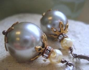 Nuances de gris perles Boucles d'oreilles, vintage strass et verre perle boucles d'oreilles mariée, bijoux de demoiselles d'honneur