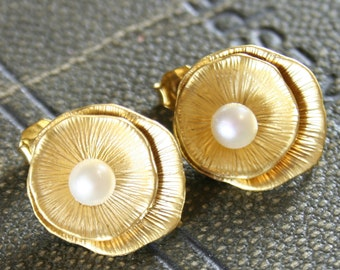 leaf earrings - pearl - 16k gold plated