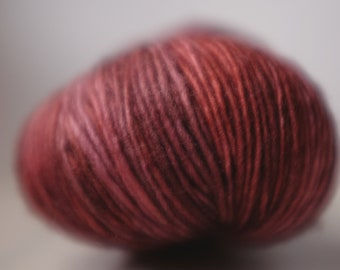 CENTRE PLACE SINGLE, 6 available, Must, ~100g, batch 010518, single ply superwash merino, ~360m/100g, handdyed