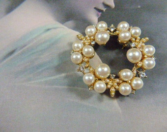 Vintage Lustrous Pearl and Rhinestone Gold Brooch - BR-576 - Rhinestone Brooch - Pearl Brooch