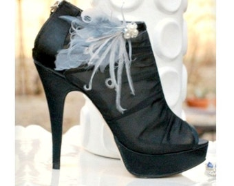 Pair Shoe Clips Slate Silver Gray Grey Pearls / Rhinestones. Couture Bride Bridal Bridesmaid Ostrich Feathers, Statement Fashion Awards Glam