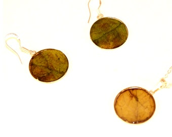 jewellery set with leaves
