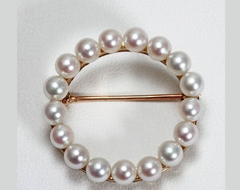 14 karat yellow gold circle cultured pearl brooch