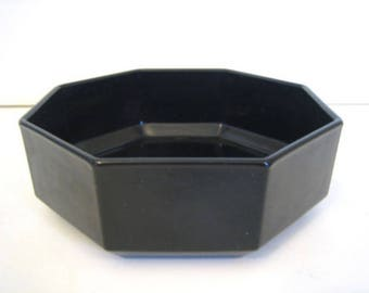 Vintage (c. late 1980s) Arcoroc | Arcopal | Luminarc Novoctime black glass soup, cereal or salad bowl. Octagonal shape, all-black glass.