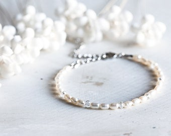 630 Bridesmaid pearl crystal bracelet, Silver minimal freshwater ivory bracelet, White pearl crystal bracelet, Crystal bridesmaid bracelet