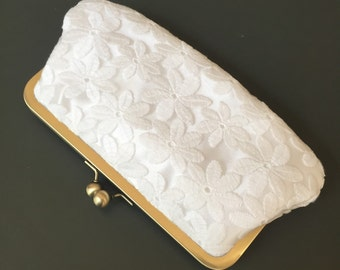 Daisy Lace Off White Clutch