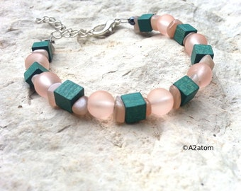 Ships Moonstone pink cubes beaded green wood - Bohemian jewelry
