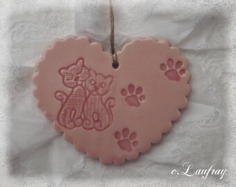 Heart made of earthenware with Scalloped edges, couple of cats in love, pastel pink