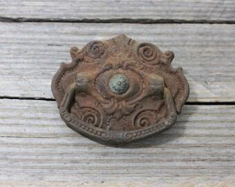 Single antique metal drawer pull. Ornate metal drawer pull. Vintage hardware, hardware, pulls, drawer pulls, furniture
