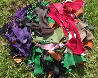 Lot of 800 g of various colors leather scraps