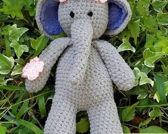 Cuddly plush elephant amigurimi