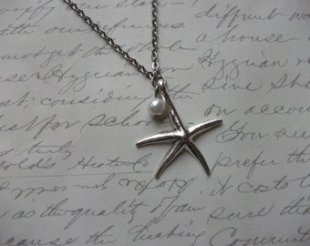 Starfish pendant necklace with pearl
