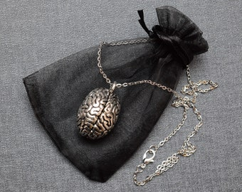 Human brain necklace – anatomical jewellery / jewelry – realistic 3D brain charm – body part necklace – cosplay Halloween