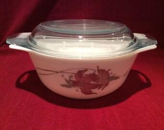 Pyrex Lily Casserole Dish 800ml circa 1985
