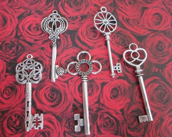 set of 5 large 5.8 to 6.4 cm A silver key charms