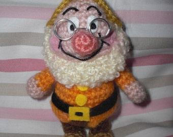 Doc amigurumi crochet pattern from seven dwarfs.
