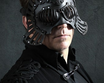 Falconer Leather Mask in Black