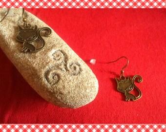 A pair of earrings great little kitten/cat bronze