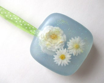 3-D Hanging Soap. Daisies. Scent of Breezes & Sunshine. Sunny gift for dad, friend, mum....anyone