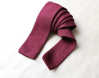 Square end tie cravate.Burgundy cravate.Slim skinny vintage neck tie.Vintage tie.Skinny tie.Square tie.Knitted tie.Knitted skinny tie