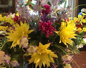 Memorial cemetery saddle  • cemetery flowers • cemetery arrangements • cemetery saddle • grave flowers • cemetery saddle basket