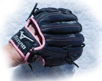 Mizuno baseball glove -leather soft ball glove -10  inch baseball glove - girls baseball mitt - Sports ball glove -   # 84