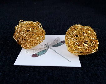 Gorgeous Vintage 1970's Oval Sculptured Wire Nest Goldine Clip on Earrings