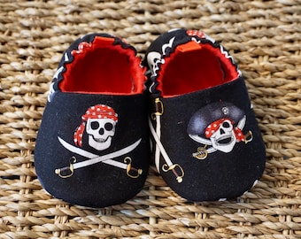 Pirate Baby Shoes, Skull Baby Shoes, Soft Sole Baby Shoes, Baby gift, Baby Shower Gift, Baby Moccs, Baby Slippers, Toddler Shoes, Baby Boy
