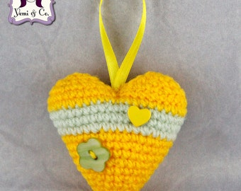 Crocheted heart perfumed with white musk