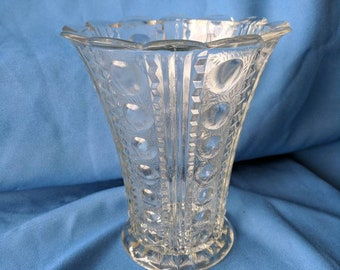 "Vintage decorative vase with zig zag and bubble design, 7"" tall"