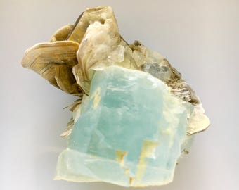 FREE SHIPPING Very Beautiful 66 Grams Very Amazing Terminated Aquamarine with Muscovite Specimen, Aquamarine, Muscovite, Raw Aquamarine